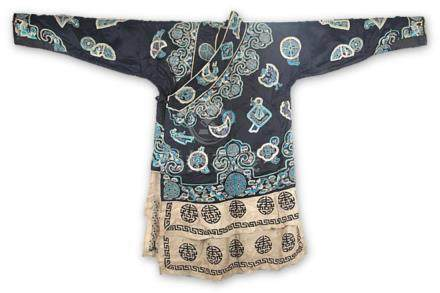 A BLACK COLOR CHINESE EMBROIDERED ROBE