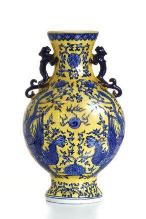 Chinese Yellow-Gourd Underglazed Blue Baluster Vas