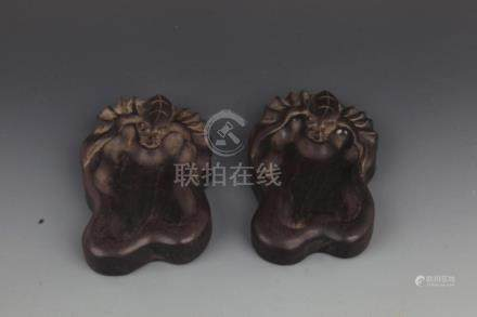 PAIR OF FINELY CARVED PEN WASH
