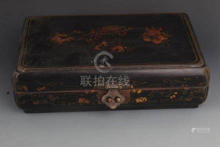 A FINE GILT LACQUERED WOOD JEWELRY BOX
