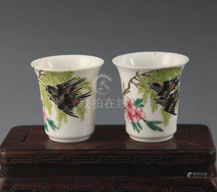 PAIR OF FAMILLE ROSE HORSESHOE SHAPE CUP