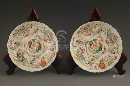PAIR OF FAMILLE ROSE PORCELAIN PLATE