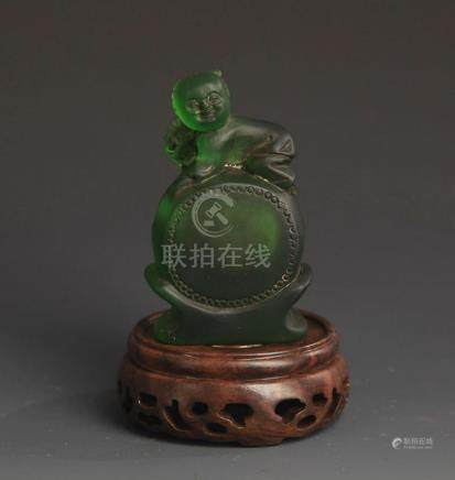 A FINE GLASS MADE BOY PLAYING SNUFF BOTTLE