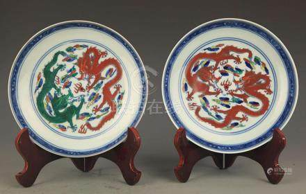 PAIR OF DOU CAI COLOR DRAGON PAINTED PLATE