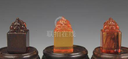 A OPTIMIZE AMBER ANIMAL TOP UNCARVED SEAL