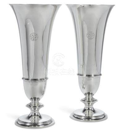 A PAIR OF AMERICAN SILVER VASES, TIFFANY & CO., NEW YORK, CI