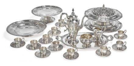 A GROUP OF AMERICAN SILVER FLORENZ PATTERN TABLE ARTICLES, G