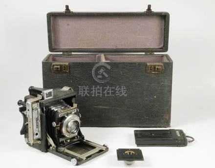 SCARCE SPEED GRAPHIC CAMERA IN CASE