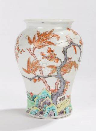 Chinese Qianlong vase, the vase decorated in Wucai palette w