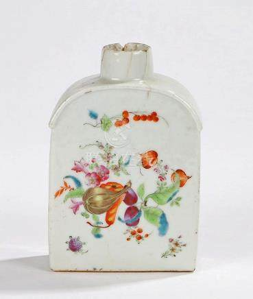18th Century Chinese porcelain tea flask, the body decorated
