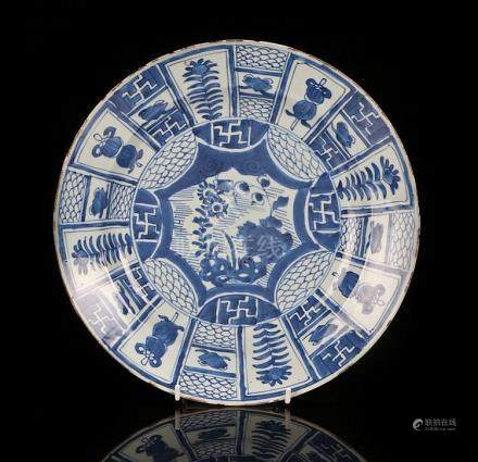Chinese Wanli dish decorated in blue and white with the symb