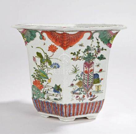 19th Century Chinese jardiniere, with wavy foliate rim, the
