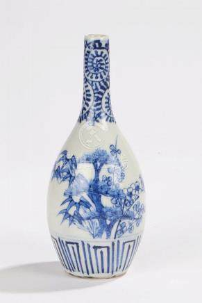 Chinese porcelain vase, in blue and white with a slender nec