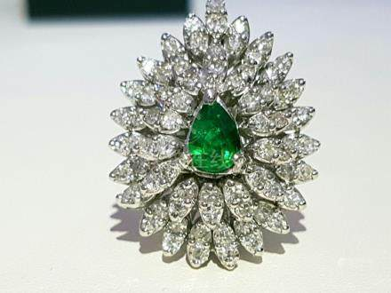 14k gold 4.5 ct Diamond & COLOMBIAN EMERALD RING