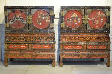 A pair of Chinese cabinets with soapstone inlaywork (48x90x107cm)