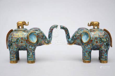 Pair of Chinese cloisonnÈ elephants, 20th century (18x13cm)
