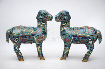 A pair of Chinese cloisonnÈ lambs, 20th century (15cm)