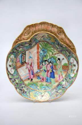 Shell-shaped dish in Canton porcelain, 19th century (25x5cm)