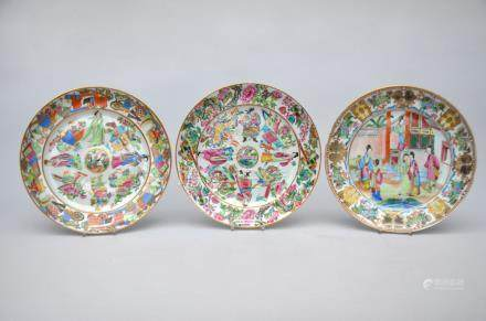 Lot: three dishes in Canton porcelain, 19th century (25cm)