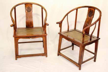 A PAIR OF HUANGHUALI CHAIRS (Y)