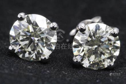 18ct White Gold Single Stone Prong Set Diamond Earring 4.85