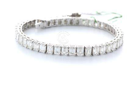 18ct White Gold Emerald Cut Diamond Bracelet 16.20