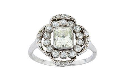 A diamond cluster ring, circa 1910