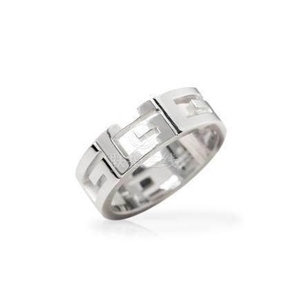 Gucci 18k White Gold G Logo Design Band Ring