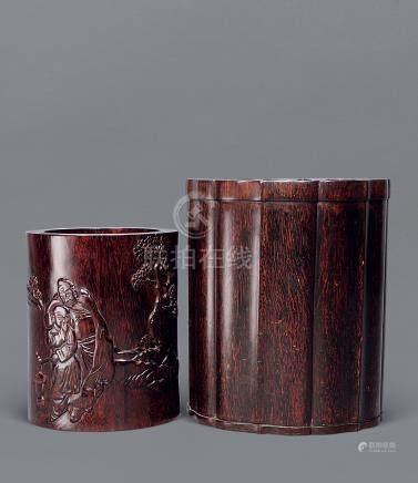 硬木浮雕松下人物笔筒 连题诗笔筒
