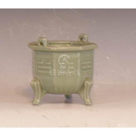 A Celedon Pottery Censor