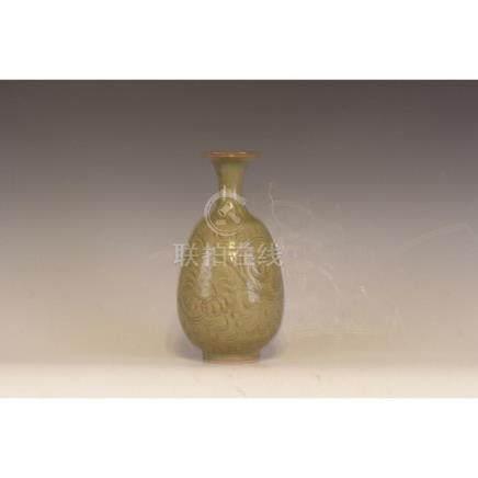 A Yau Zhao Ware pottery vase