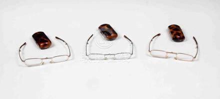 Lote formado por tres gafas de lectura plegables, con montur