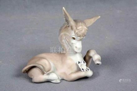 LLADRÓ. Figura de burrito en porcelana española policromada.