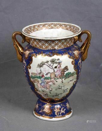 Jarrón con asas en porcelana oriental policromada con marcas