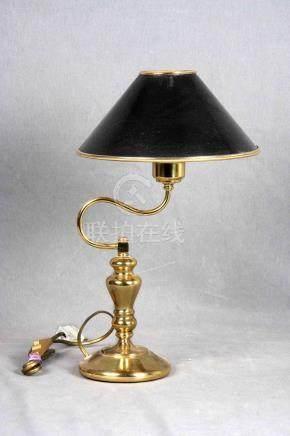 Lámpara de sobremesa en bronce dorado, con pantalla esmaltad