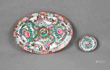 Lote formado por pequeño cuenco y fuente oval en porcelana M