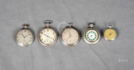 Lote formado por cinco relojes de bolsillo en plateado, de d