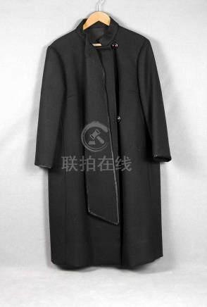 Abrigo de señora en lana de color negro, con bufanda. Talla