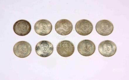 Lote formado por 10 monedas de 100 pesetas de Franco, en pla