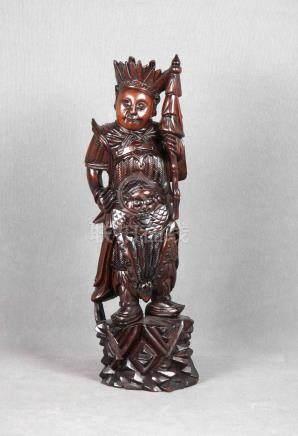 Figura de inmortal en madera china tallada. Alt.: 51 cm.