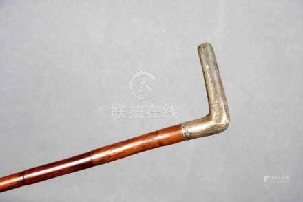 Bastón con empuñadura en plata inglesa punzonada, y palo de
