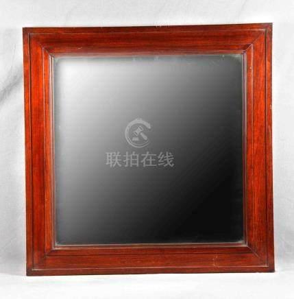 Espejo biselado con marco de madera. Med.: 80,5x80,5 cm.
