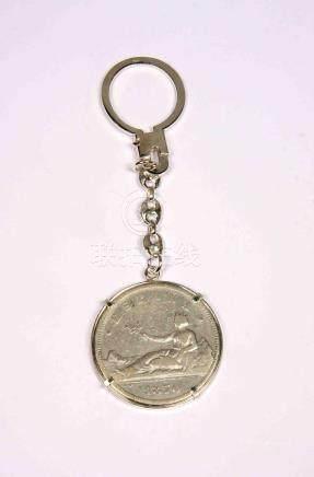 Llavero en plata, con moneda de 5 pesetas del Gobierno Provi