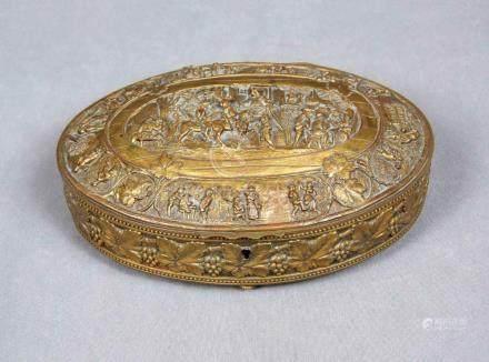 Joyero francés en forma oval, S.XIX, en bronce dorado con de