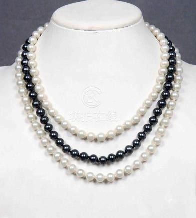 Gargantilla de tres vueltas de perlas blancas y grises con b