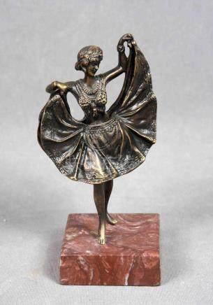 """ANÓNIMO. """"Bailarina con falda móvil"""". Escultura en bronce fu"""