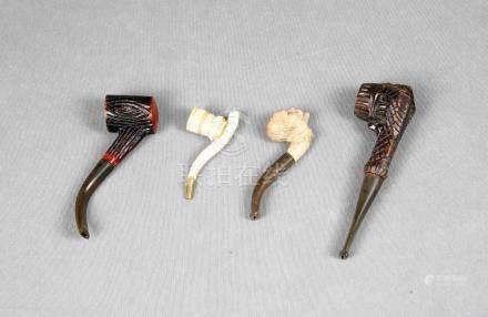 Lote formado por cuatro pipas de fumador, dos en marfil, una