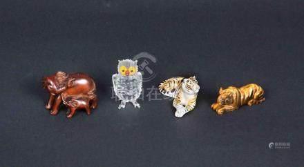 Lote formado por 4 figuras representando un tigre en ojo de