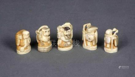 Conjunto de cinco netsukes chinos, época 1930, en marfil tal