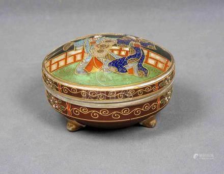 Caja japonesa, época 1950, en porcelana SATSUMA policromada